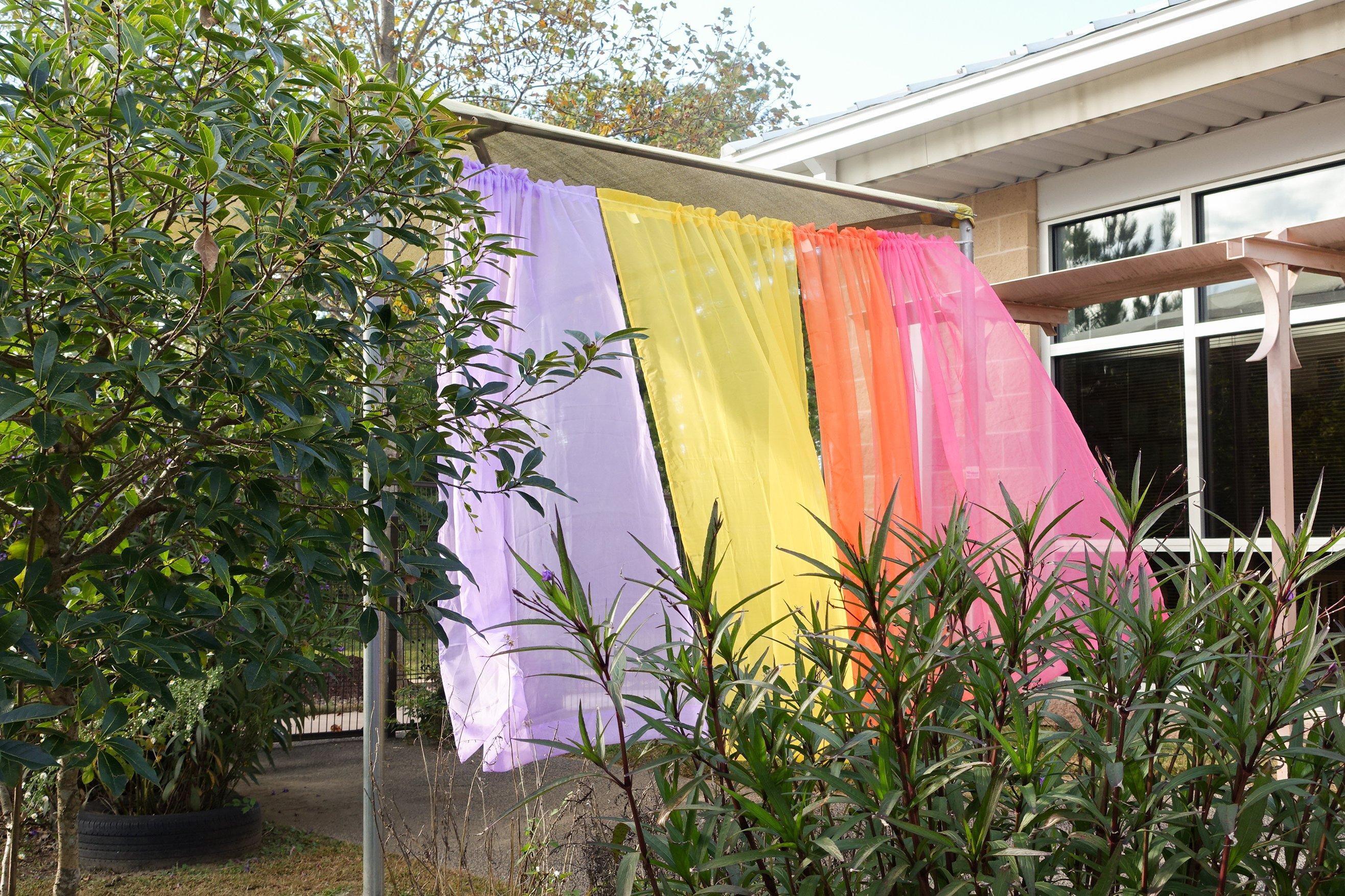 8. Curtain divider DSC05319 NLI