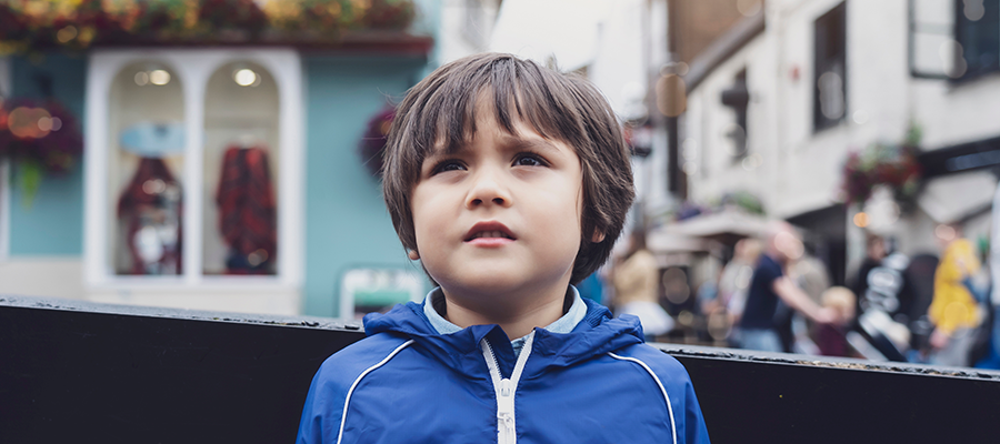 lost-child-boy-standing-on-a-busy-street-in-a-cent-7QPWNSU